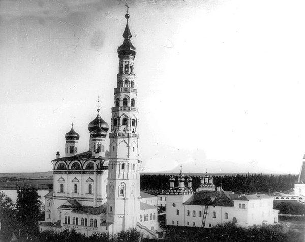 757px-Joseph-Volokolamsk_Monastery_58
