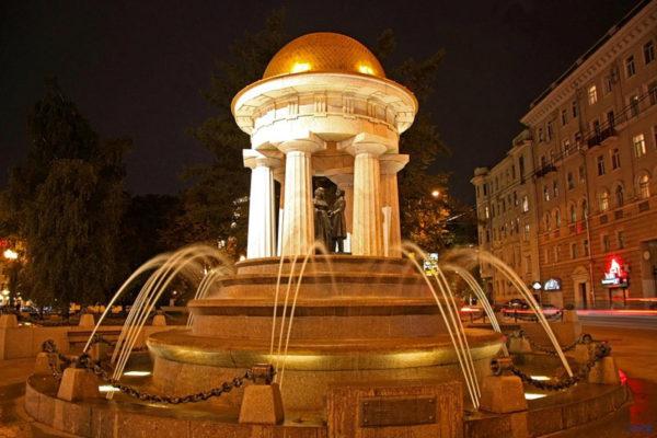 фонтан-Пушкин-и-Натали-3