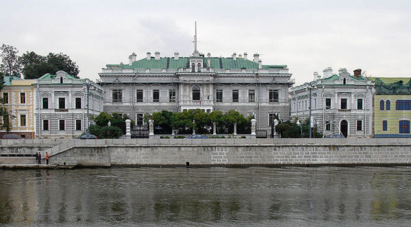 800px-Moscow,_Sofiyskaya_Embankment_14